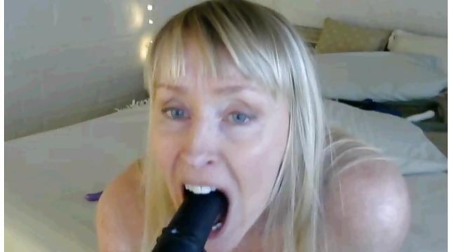 amazing flexible gilf (56) loves her dildos