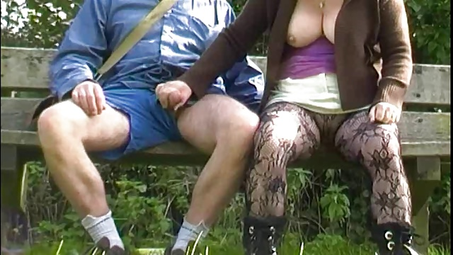 дрочка скрытой камерой в парке