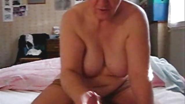 My aunt loves to jerk the cock. Hidden cam