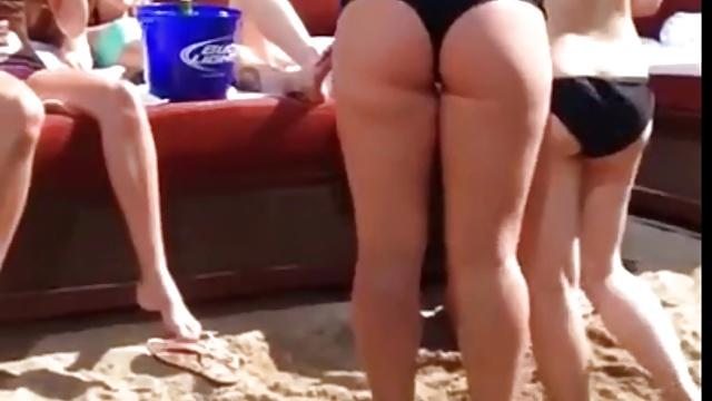 Sexy Milf Bikini Ass