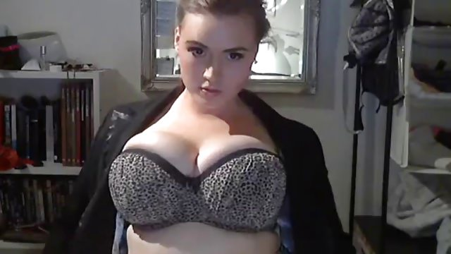 Big Beautiful Woman shows her great Body…